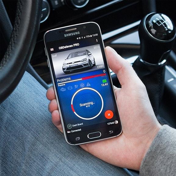 Paramatrii vehicul și Date Live de la senzorii mașinii cu testerul auto OBDeleven
